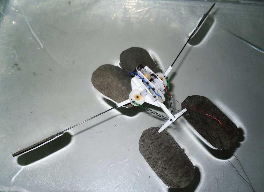 1138 Ученые заставили искусственную водомерку прыгать по воде