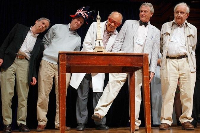 1177 Шнобелевская премия-2012: как минимизировать риски при клизме и что творится в мертвой голове лосося