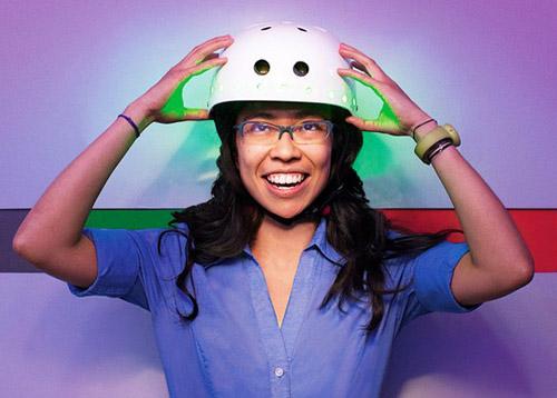 1219 Студентка создала шлем-светофор для велосипедистов