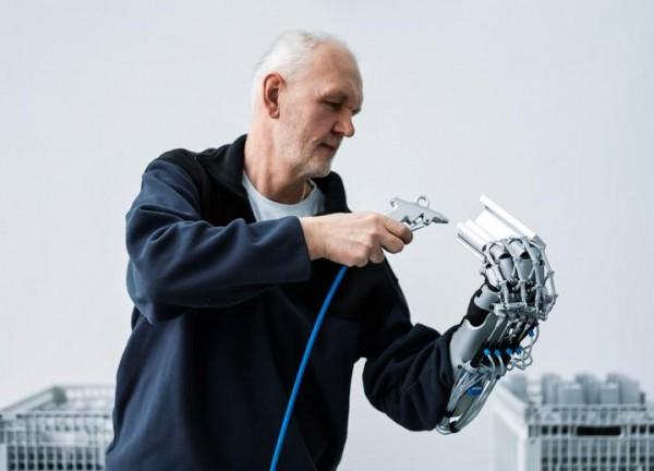 1295 Немцы соорудили полезную роботизированную перчатку