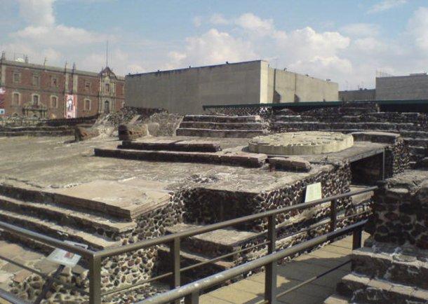 134176 В пирамиде ацтеков нашли тайный тоннель