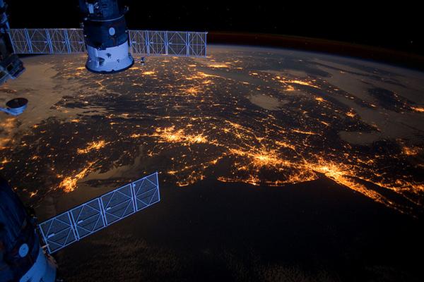 1351855292_earth-from-space-05 Британская певица Сара Брайтман готова заплатить за 10-дневное пребывание на МКС 52 млн долл.