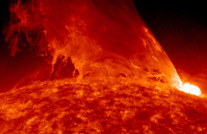 1379009522_172541 На Солнце третьи сутки фиксируются мощные вспышки