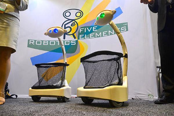1400 В США создан робот-носильщик покупок