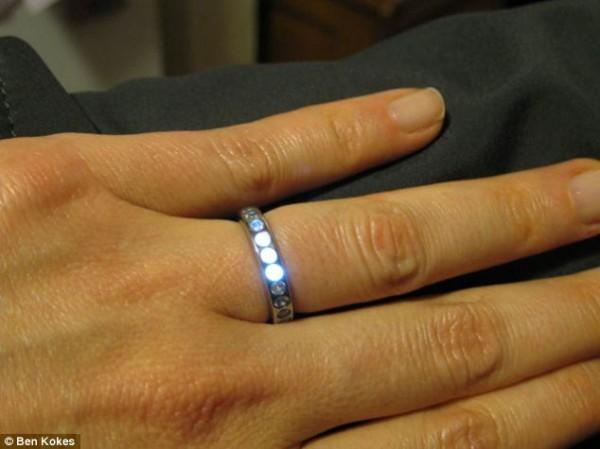 Влюбленный инженер создал необычное кольцо