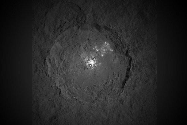 1441873336 На Церере снова обнаружили загадочные белые пятна