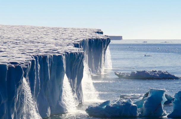 1450271594_vodopady-lednika-svalbard-v-norvegii Уровень воды в Мировом океане продолжает стремительно расти