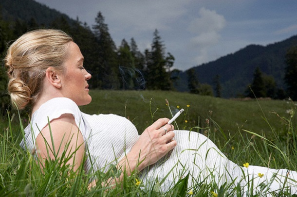 153_kurenie_beremennost Почему гинекологи не советуют женщинам бросать курить во время беременности?
