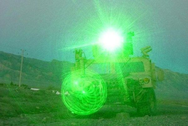 Оборудованная ослепителем машина в Багдаде