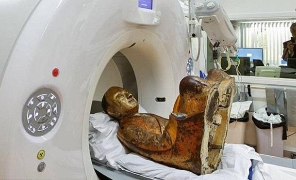 1584574 Внутри 1000-летней статуи Будды ученые нашли мумию монаха
