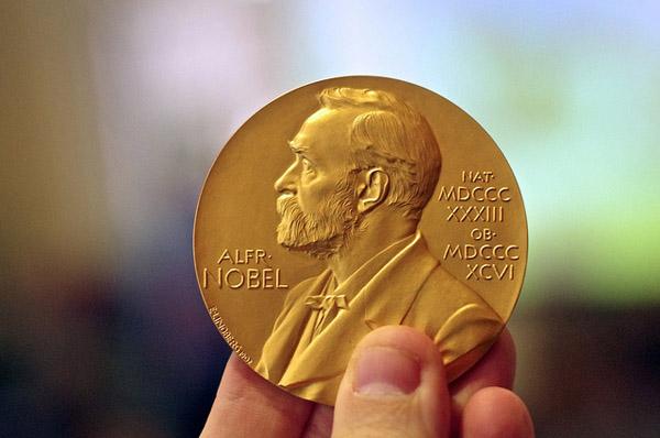 353 Нобелевская премия по химии присуждена за перенос экспериментов в киберпространство
