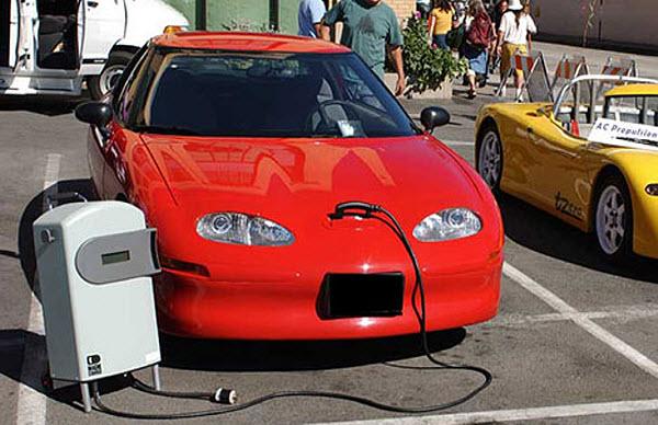 403 Автомобили подзарядят с помощью электромагнитной индукции
