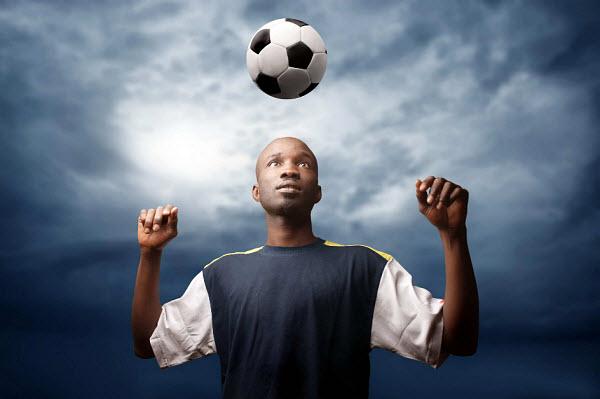 413 Футболисты получают травмы мозга от футбольного мяча