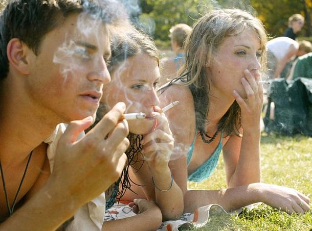 71167645_1298571280_5303 Родители сами приучают детей к алкоголю и сигаретам