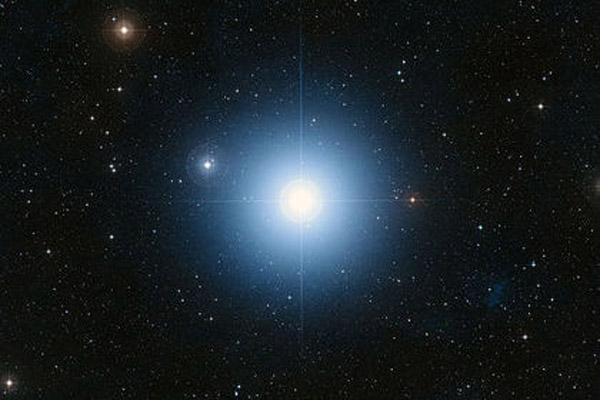 714 Как оказалось, Фомальгаут является тройной звездой