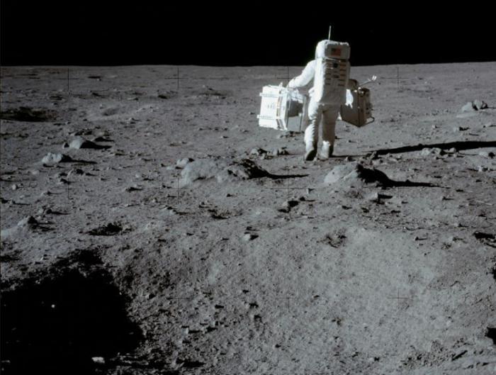 815 В американской лаборатории нашли потерянную лунную пыль