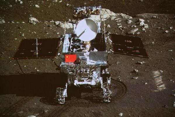 bblnaoiiqaa6lxz Китайский луноход передал на Землю первые цветные снимки Луны