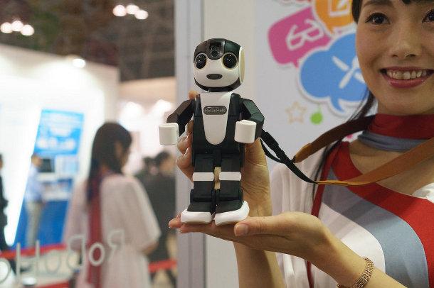 ceatec-2015-robohon-3-of-21 Японцы создали робота с функциями смартфона