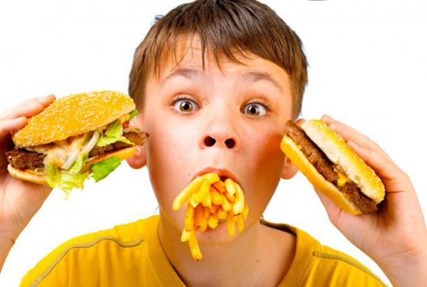 foto-1 Какая еда самая вредная для детей?