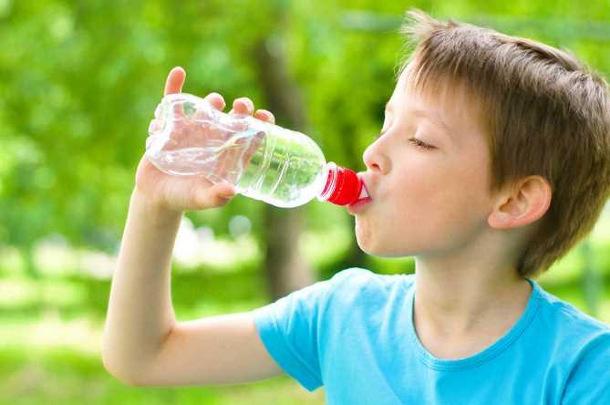 get_img Из-за пластиковых бутылок у детей начинают разрушаться зубы