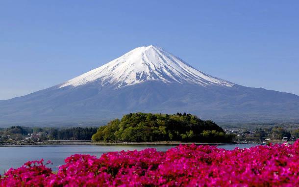 gora-fudziyama-yaponiya В Японии на горе Фудзияма для туристов сделают бесплатный Wi-Fi