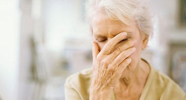 idosa-triste С помощью простого анализа крови можно будет предсказать склонность к болезни Альцгеймера
