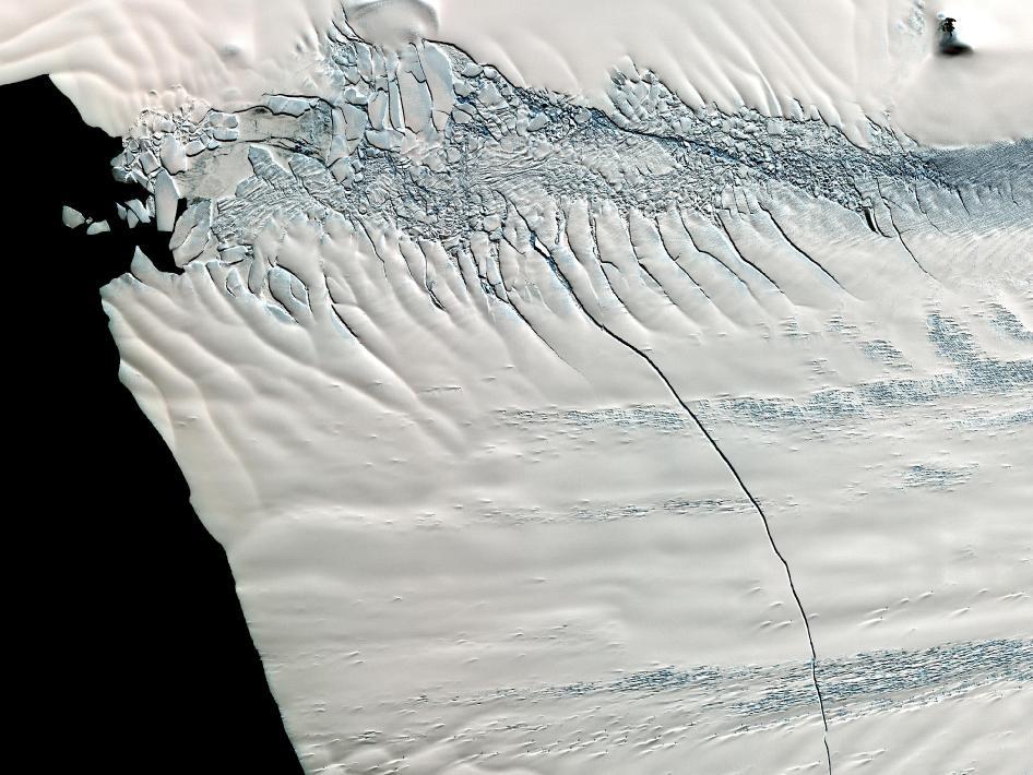 lednik_antarktida В Антарктике найдены гигантские каналы с теплой водой