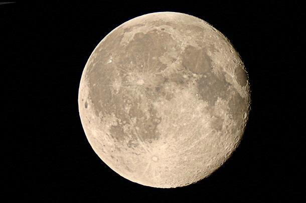 moon30082007 На Луну за деньги можно отправить информацию о себе
