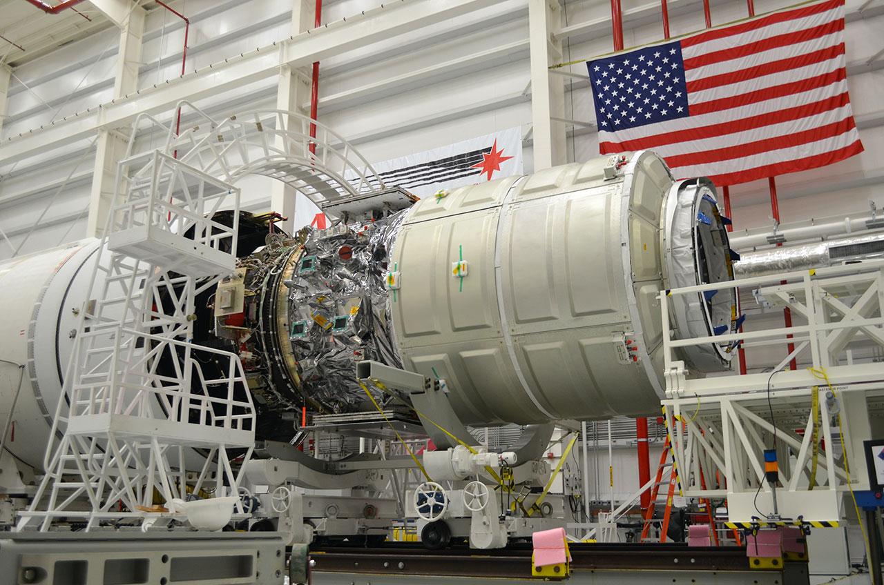 news-091813b-lg Грузовик Cygnus успешно отправился к МКС на борту ракеты Antares