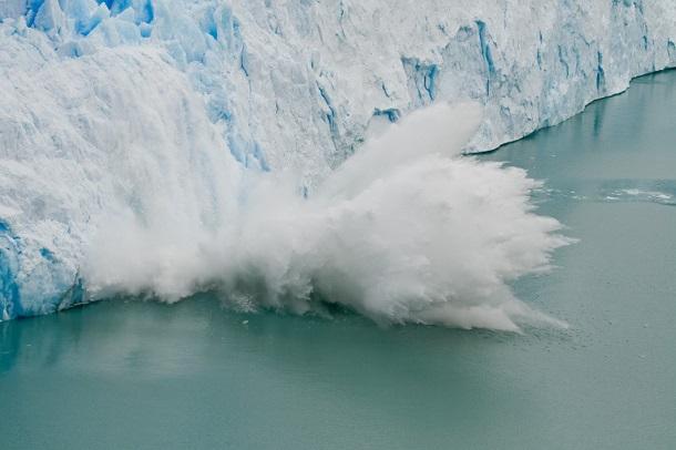 perito_moreno_glacier_ice_fall-1024x683 Из-за глобального потепления меняется гравитационное поле Земли