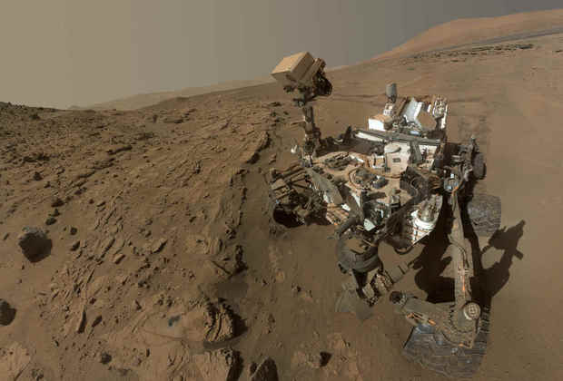 pic_cad8ed18b5c9e5b621bdaee6b3d45c3a Фотоархив марсохода Curiosity пополнился юбилейным селфи