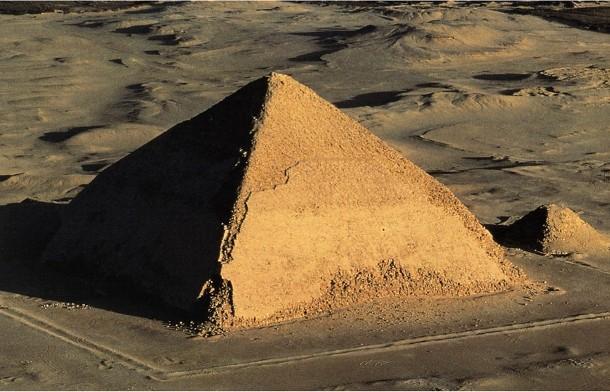 slomanaja_piramida_00004 В египетской пирамиде нашли космические частицы